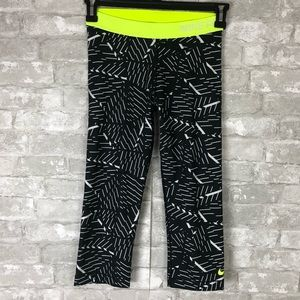 NIKE Pro Capri Crop Dri Fit Athletic Wear Pants